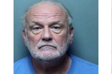 Juez retirado acusado de amenazar unos hombres mientras estaba armado.
