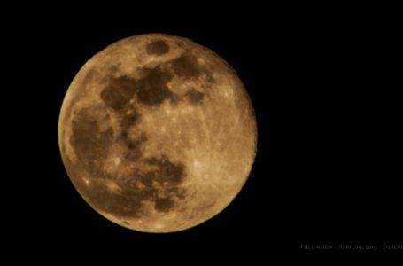 Luna Llena de Cosecha en Viernes 13