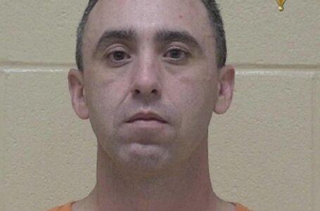 Arrestado por posesión de imágenes de abuso sexual infantil