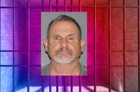 Hombre arrestado por delitos sexuales contra un menor