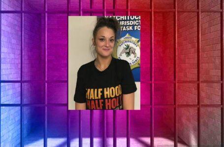 Una mujer es acusada luego de que se encontrarán drogas cerca de su niño de 2 años