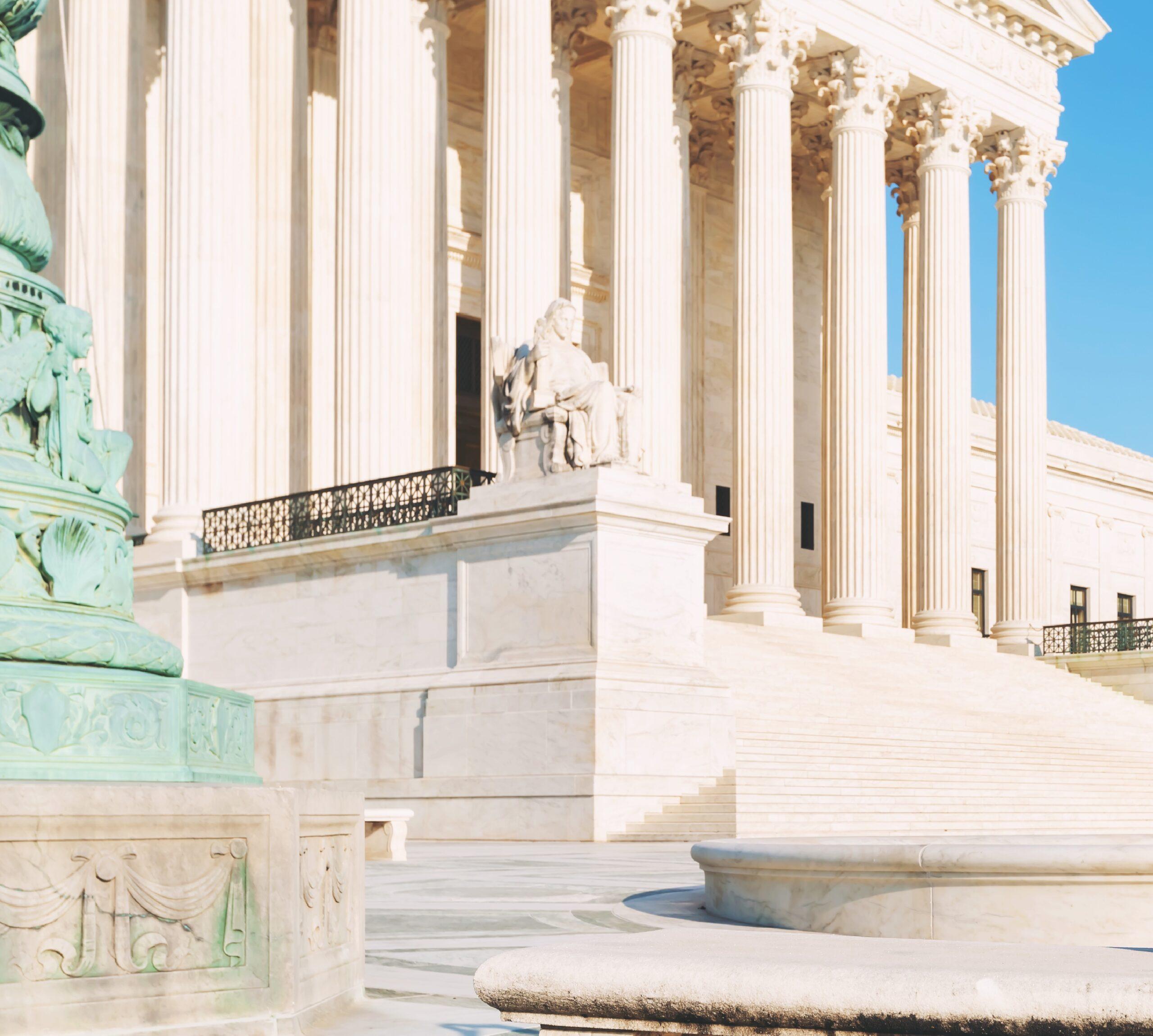 La Corte Suprema falla en contra de inmigrantes con estatus temporal