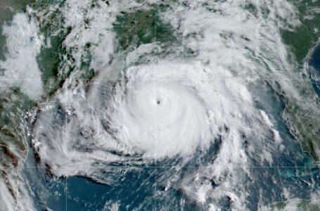 """El huracán Ida azota a Luisiana como una tormenta """"extremadamente peligrosa"""""""