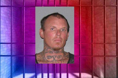 Arresto local realizado por un asalto a oficial en California